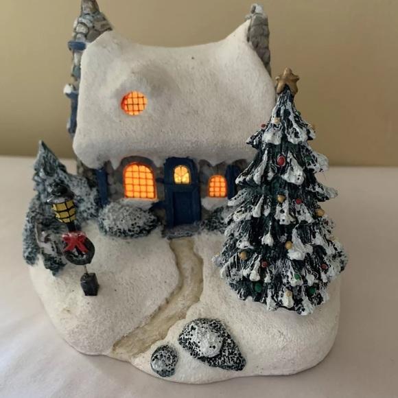 Thomas Kinkade Lighted Cottage Christmas house